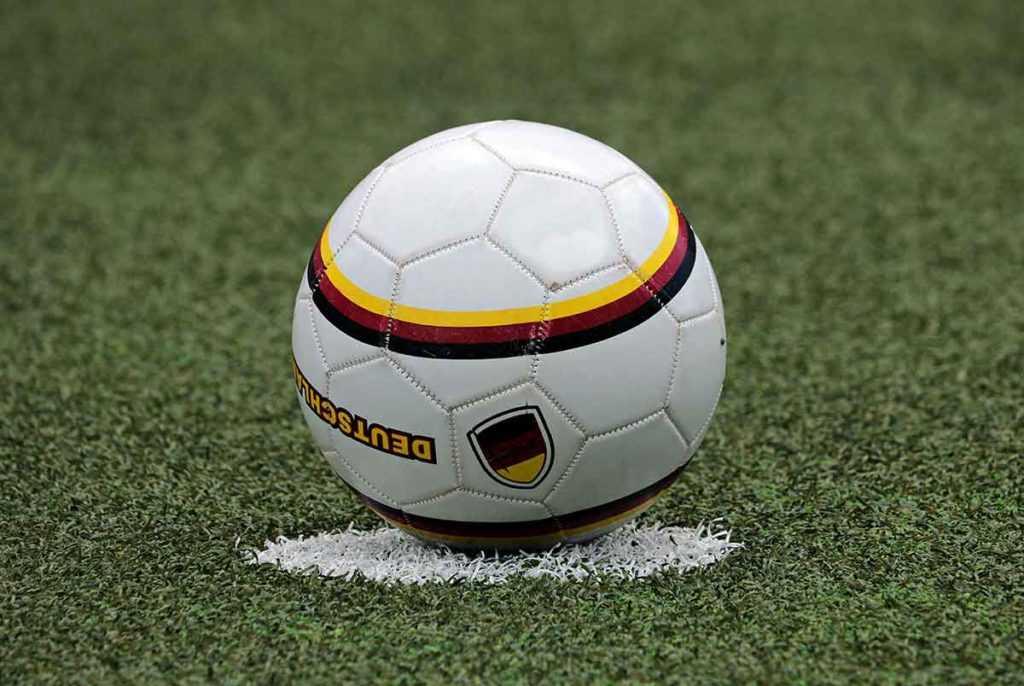 Fussball Fussballschuhe Schienbeinschoner 3