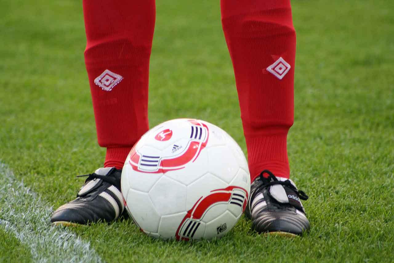 Schienbeinschoner Stutzen Fußball Fußballschuhe